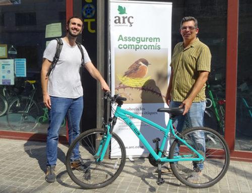 Entreguem la primera bicicleta del sorteig #aCoopDePedal